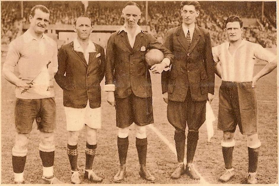 1930_fifa_world_cup_ball_Uruguay_Argentina